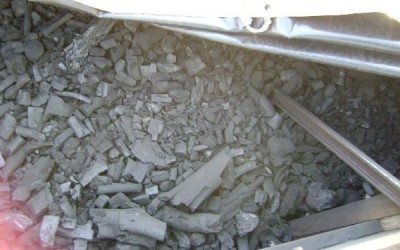 Carreta com carvão ilegal que saiu de Água Clara é apreendida na BR-262