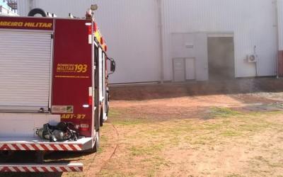 ATUALIZADA: Incêndio em fábrica de embalagens deixa feridos no Distrito Industrial