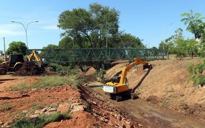 Prefeitura inicia limpeza no Córrego da Onça