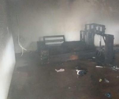 Incêndio no Jardim das Paineiras deixa móveis destruídos