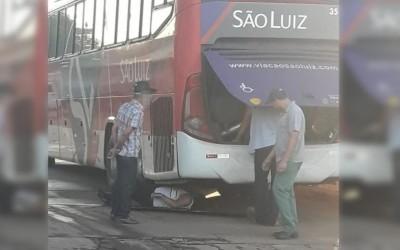 Ônibus da São Luiz quebra novamente e passageiros ficam na estrada