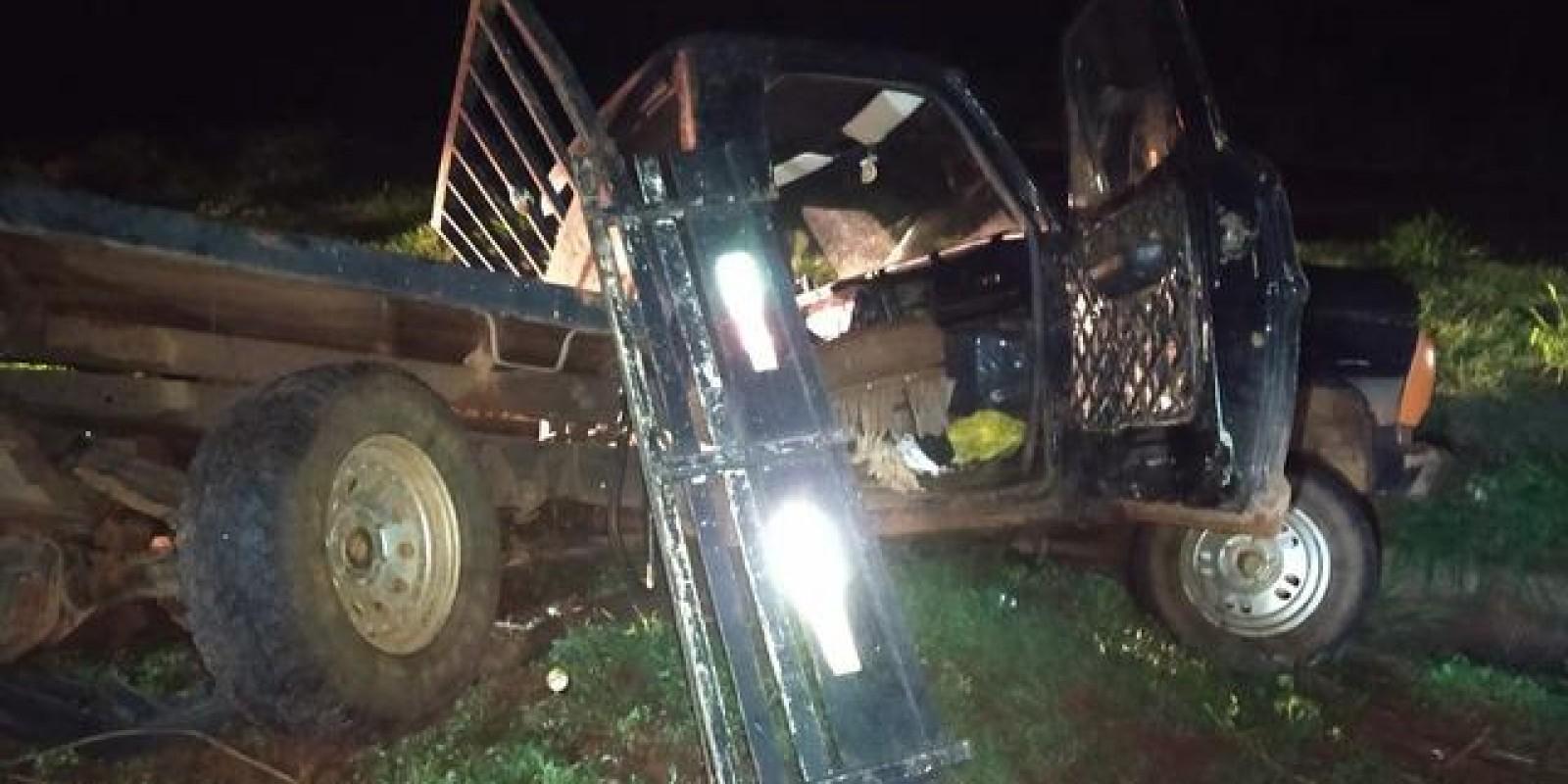 Camionete sem sinalização parada na pista causa acidente perto da ponte de Jupiá