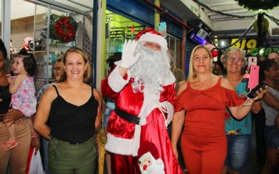 Shopping Popular inaugura oficialmente decoração natalina em Três Lagoas