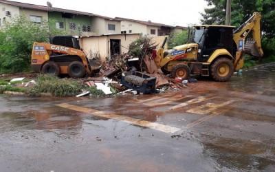 Com mais dias chuvosos, departamento segue com trabalhos de manutenção e limpeza nos bairros