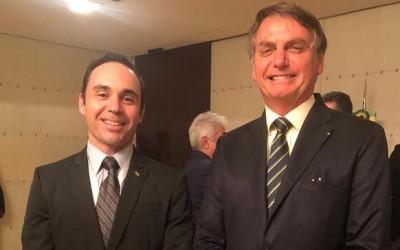 Diplomata três-lagoense Juliano Maia recebe presidente Bolsonaro em Angola