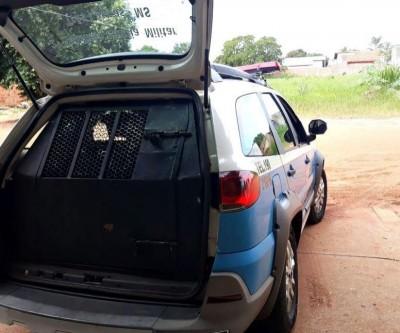 Mulher é detida por morador ao ser flagrada furtando objetos de residência