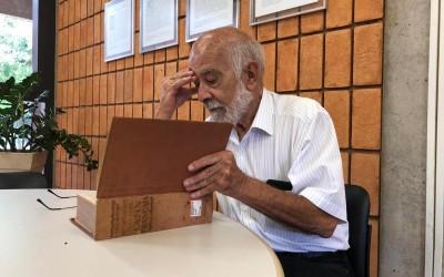 Aposentado começa segunda faculdade aos 75 anos: 'Ficar parado é um problema'