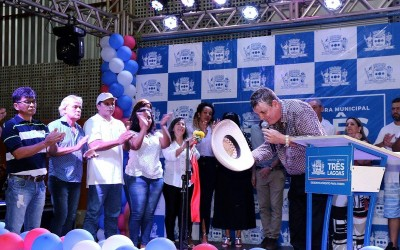 """Emoção marcou a inauguração da Escola Municipal """"Professora Elaine de Sá Costa"""""""