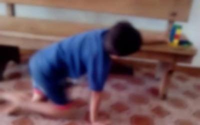 Mãe usa rede social para denunciar professor que amassou e jogou no lixo brinquedo do filho deficiente
