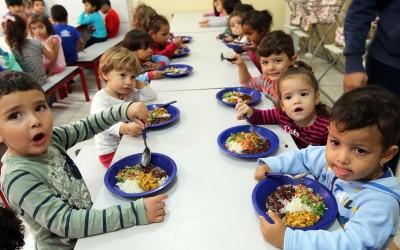 Cerca de 4.500 alunos regulares da Rede Municipal receberão kits de alimentação