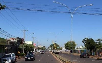 Cerca de 222 lâmpadas LED já começaram a ser instaladas em postes da Avenida Clodoaldo Garcia