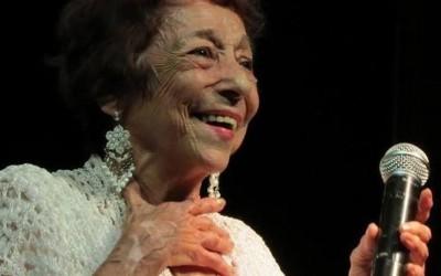 Delinha, a 'Rainha do Rasqueado' faz aos 84 anos seu primeiro show pela internet