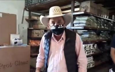 """Empresa entrega máscaras de qualidade inferior ao licitado e prefeito desabafa: """"temos que banir essa corrupção de fornecedores"""""""