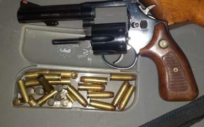 Ex-funcionário ameaça ex-patrões com arma de fogo e é preso pela PM