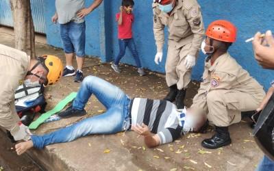 Acidente entre carro e moto deixa uma pessoa ferida no bairro Vila Nova