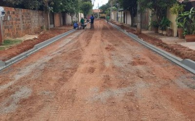 Rua ao lado do Almoxarifado Municipal de Três Lagoas recebe pavimentação asfáltica