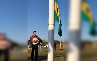 Aniversário de Três Lagoas: Hasteamento da bandeira aconteceu na rotatória dos Tuiuiús