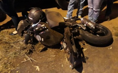 Piloto de moto esportiva morre após bater em poste e caminhão em Rio Preto
