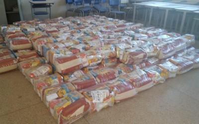 Alunos da Escola Parque São Carlos recebem kit de alimentação