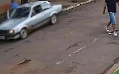 """Assaltante do Chevett é colocado """"pra correr"""" por dono de bar"""