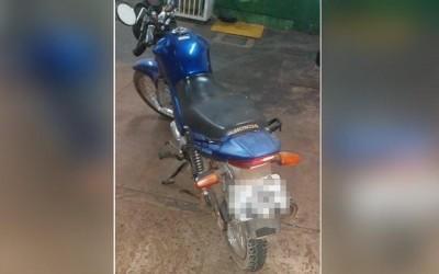 Denúncia de funcionários de posto leva polícia até moto que foi apreendida