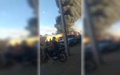 Incêndio em garagem de ônibus assusta moradores do Jardim Glória, em Três Lagoas