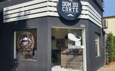 Barbearia no Centro é invadida e furtada na madrugada deste domingo