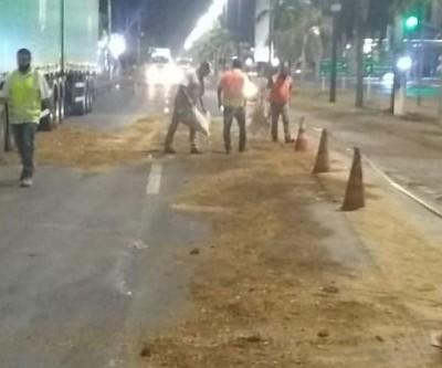Após derramamento de óleo diesel, avenida de Três Lagoas fica parcialmente interditada por 3h