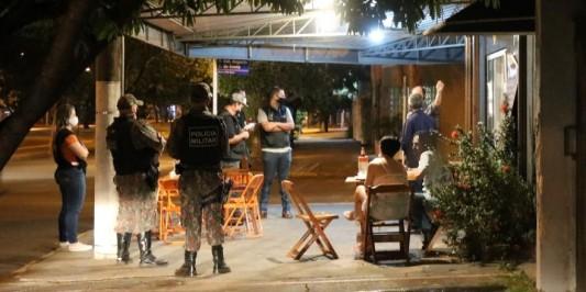 Covid-19: Cinco festas foram interditadas e um bar foi multado no feriado pela Vigilância Sanitária