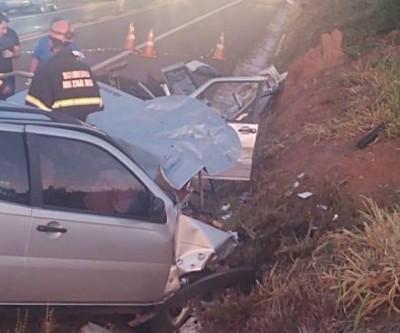 Pai e filho morrem em acidente envolvendo dois veículos na BR-262