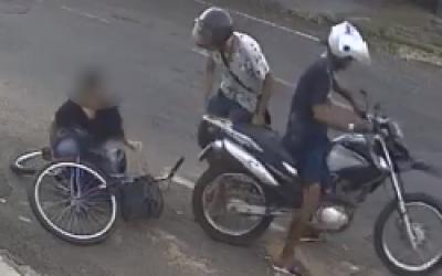 Polícia procura por bandidos que assaltaram e agrediram covardemente mulher que seguia para o trabalho