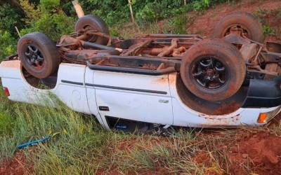 S-10 capota e deixa motorista ferido na região de Três Lagoas
