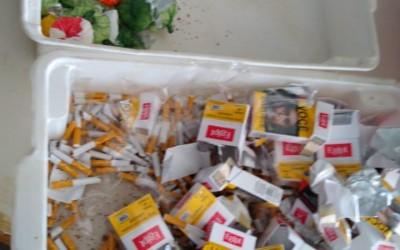 Cocaína em meio a cigarros é apreendida com mulher que iria visitar o filho no presídio