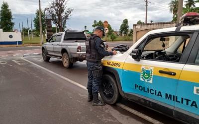 Pediu para ser parado: Motorista passa ao lado da polícia com som alto e agora vai responder por dirigir sem CNH