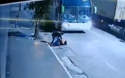 Sacoleiros de Campo Grande são assaltados em ônibus e policial mata dois bandidos em SP