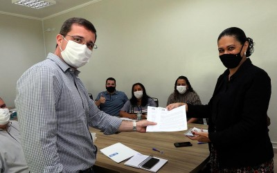 Prefeitura de TL cria PL para entregar notebook e acesso à internet para professores
