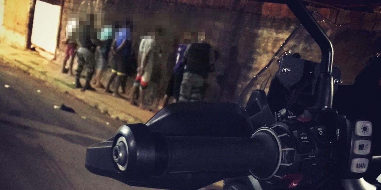 Ação do GETAM na Vila Piloto durante a madrugada apreende drogas e leva duas pessoas para a delegacia