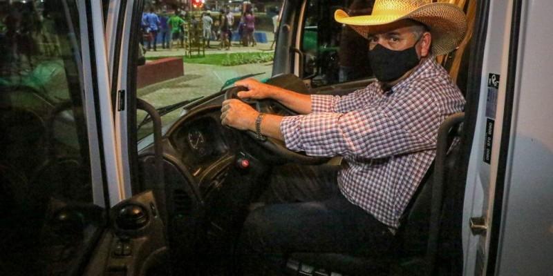 Prefeito Guerreiro entrega mais oito caminhões para compor frota da Prefeitura