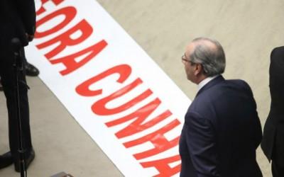 Câmara cassa mandato de Eduardo Cunha por 450 votos a favor e dez contra
