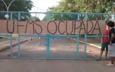 Estudantes invadem sede da UFMS no interior em protesto contra Temer
