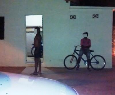 Adolescente passa a noite na rua com amigos e depois denuncia o pai por abandono