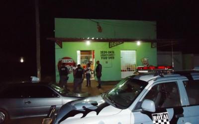 Bandidos tentam assaltar pizzaria, mas proprietário frustra a ação criminosa