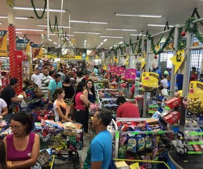 Supermercados já estão lotados para as compras de Natal