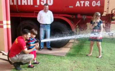 5º GB recebe visita de crianças que sonham em ser bombeiro