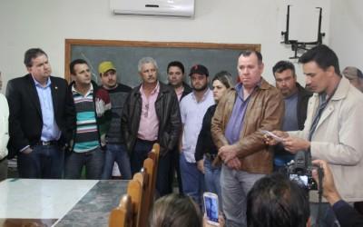 Deputado Eduardo Rocha se reúne com produtores e vereadores em Caarapó