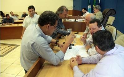 Vereadores fazem sessão extraordinária e aprovam 24 projetos