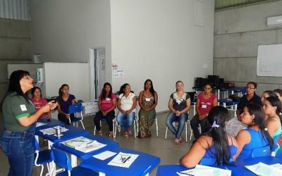Mulheres da fazenda Periquitos realizam curso de qualidade de vida e orçamento familiar