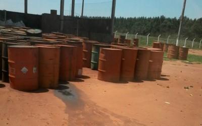 """Poder público municipal """"fecha"""" os olhos para vazamento de óleo no aterro sanitário"""