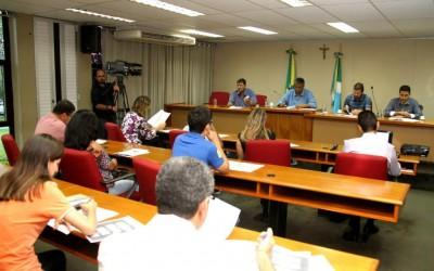 Deputados estaduais e educadores discutem projeto que preve gratificação