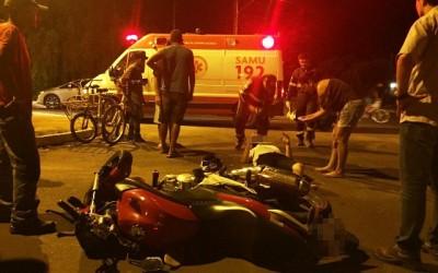 Motociclista em CB 300 sofre acidente na Rua Maria Guilhermina Esteves